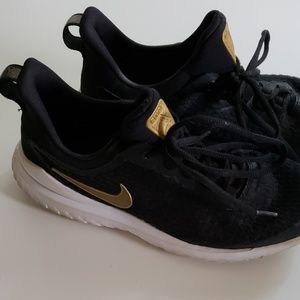Nike Rival shoe youth size 5.5 used